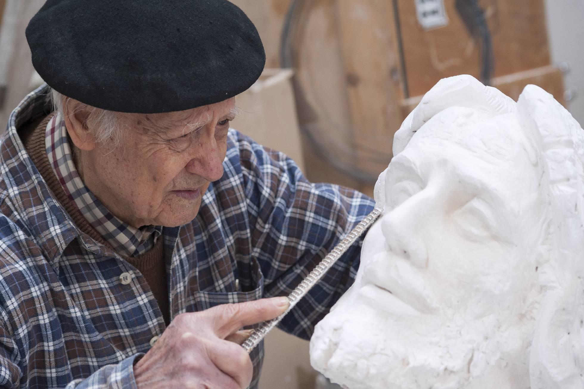 El escultor salmantino Venancio Blanco trabaja en su fundación en 2014. GABRIEL SOLERA GETTY