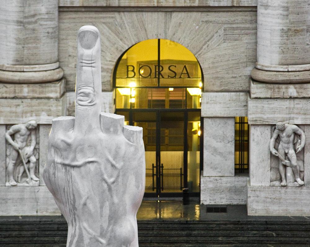 LOVE o el dedo Medio_Milan Italia
