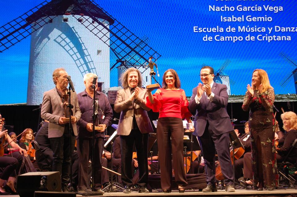 XIII Gala de la Música. Entrega del premio a Isabel Gemio.