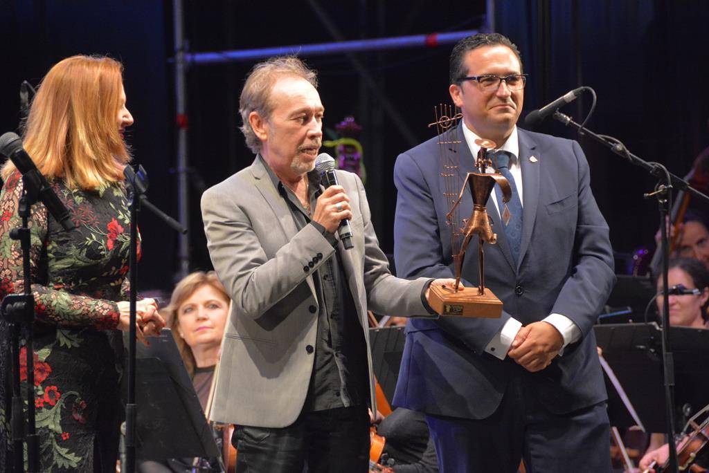 XIII Gala de la Música. Entrega del premio a Nacho Vega.